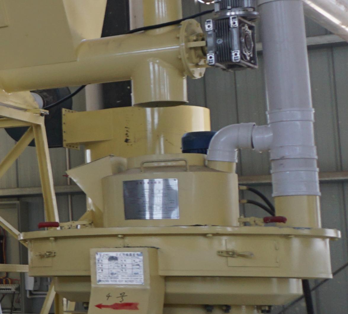 Wood pellet machine feed inlet